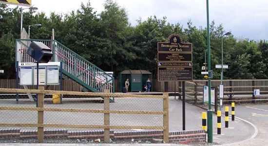 Bromsgrove station entrance, New Road