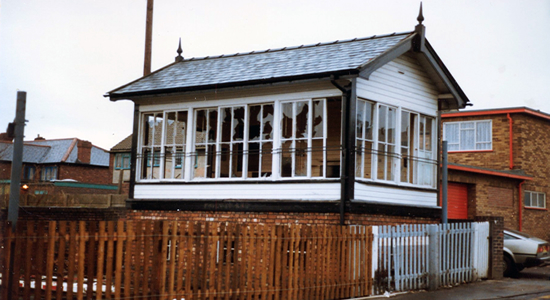 Princes End station crossing signal box 1981 (Laurence Hogg)